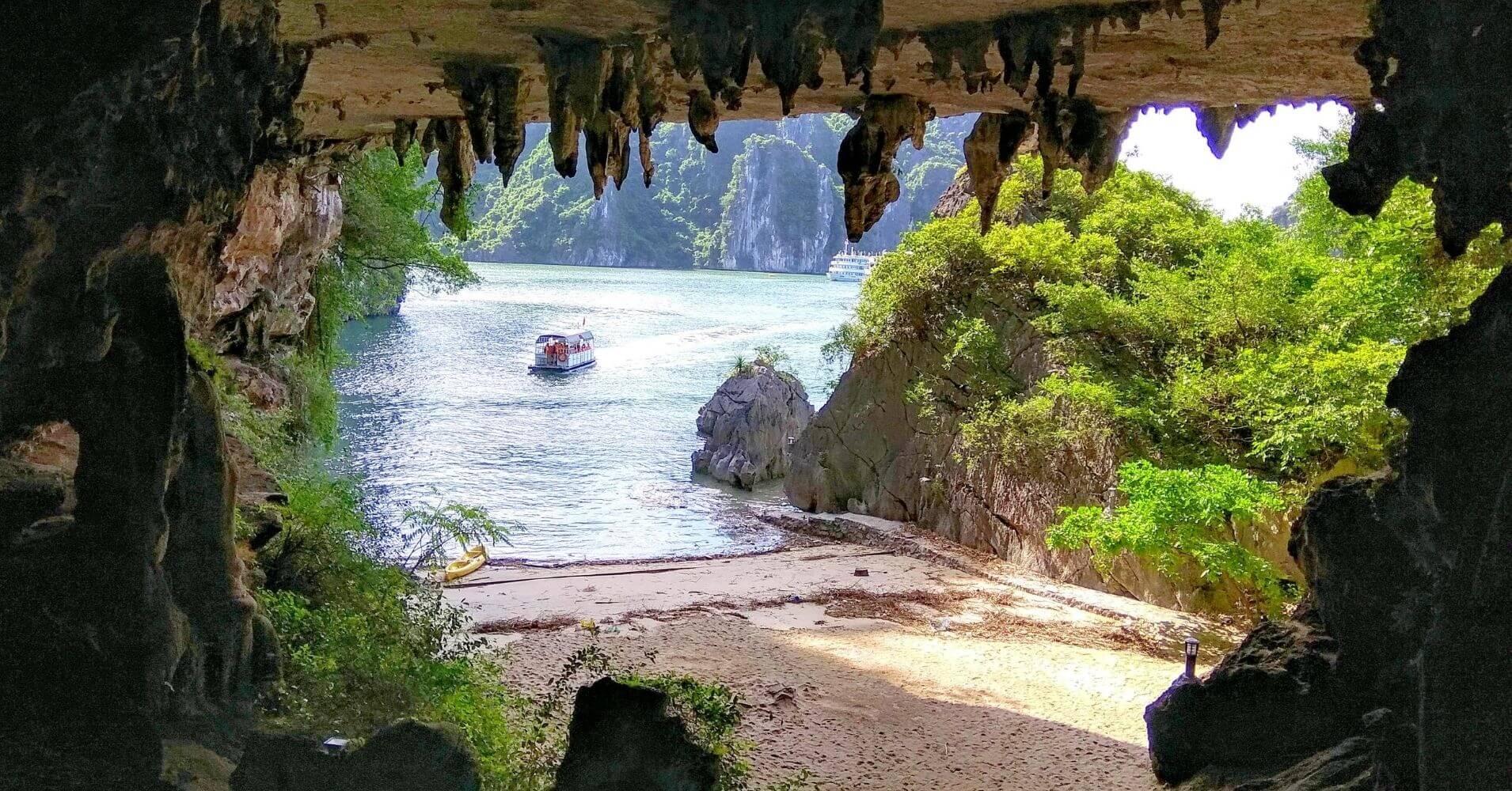 Bahía de Halong. Cueva y Playa secreta. Vietnam.