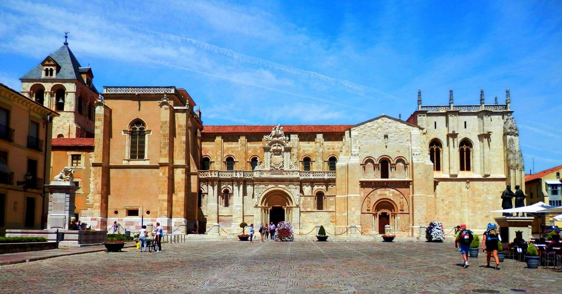 Basílica de San Isidoro. Expreso de la Robla. León, Castilla y León.