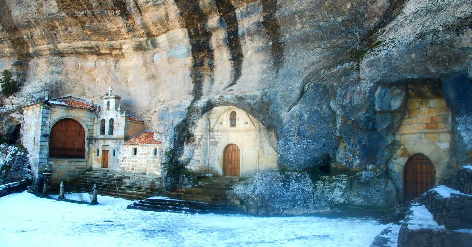 Ermita Cueva de San Bernabé. Las Merindades. Burgos. Castilla y León.