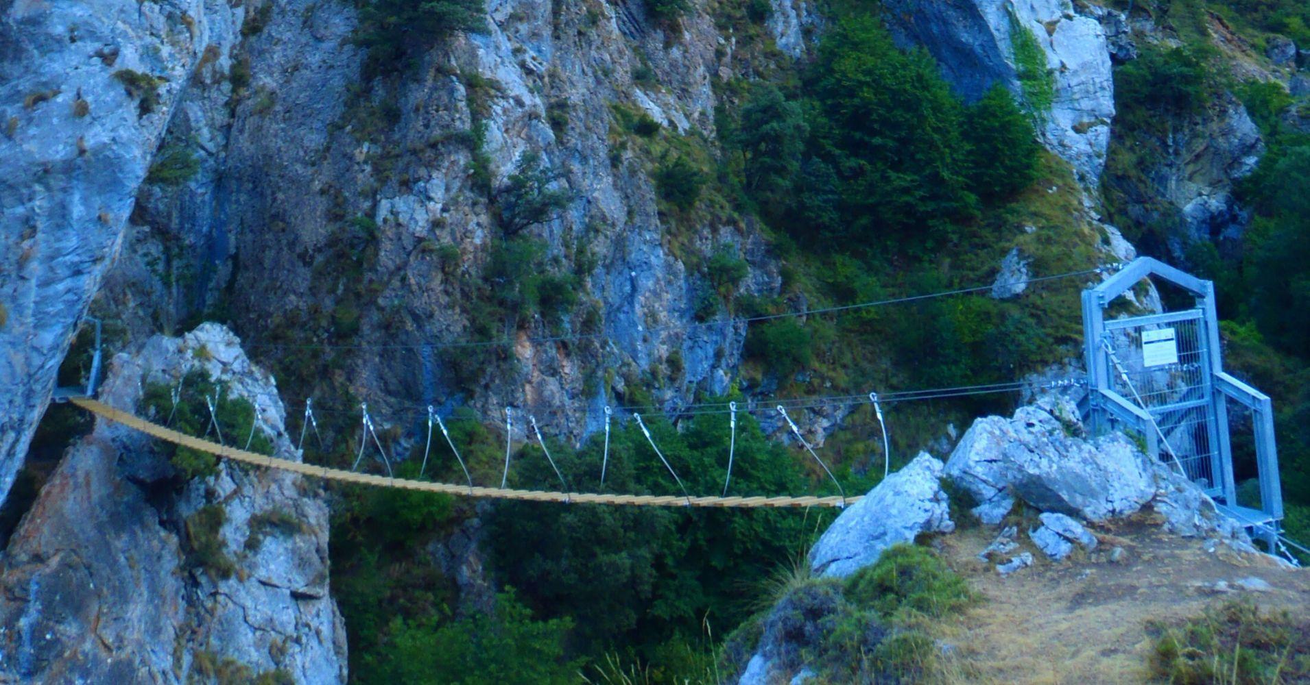 Puente Colgante de la Ferrata de Valdeón, Quintanilla de las Viñas. Burgos.