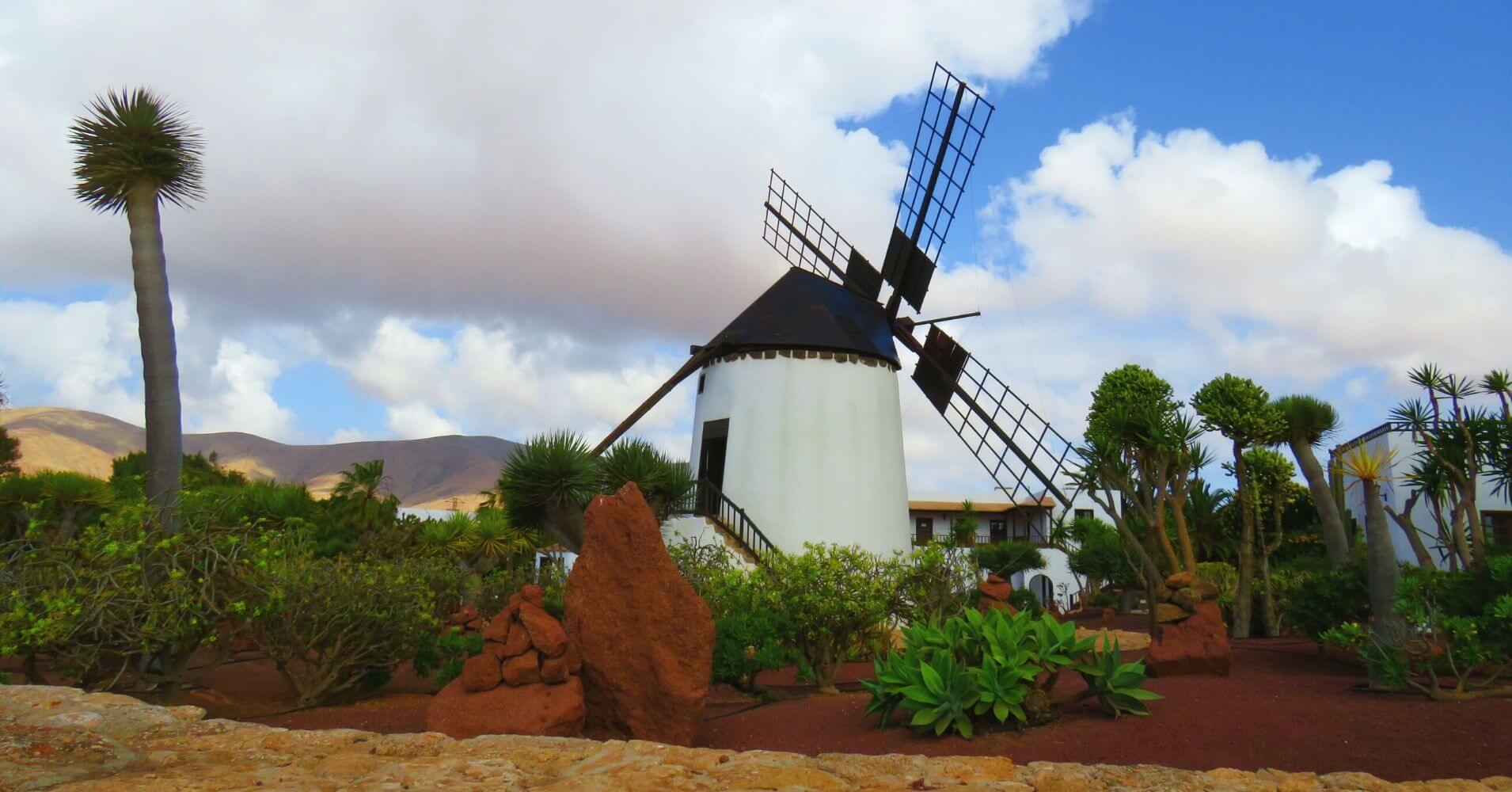 Molinos de Viento de la Isla de Fuerteventura. Islas Canarias.