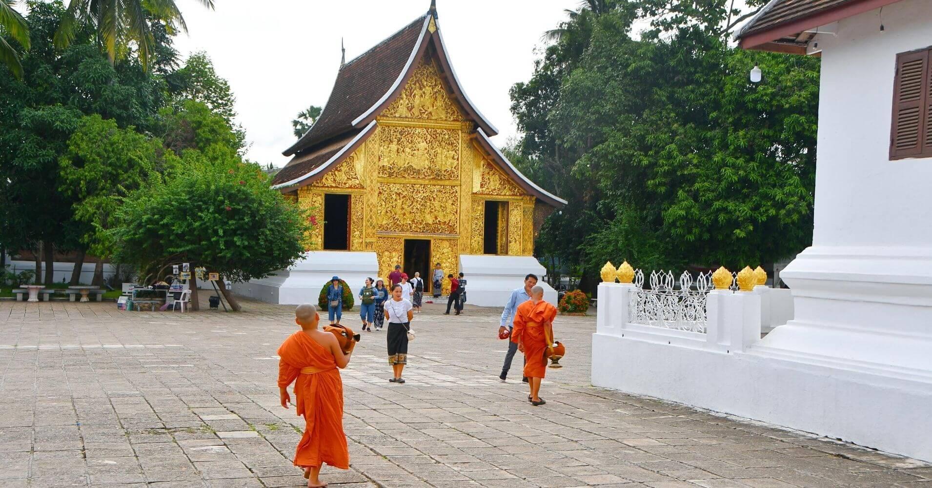 Monjes de los Templos de Luang Prabang.