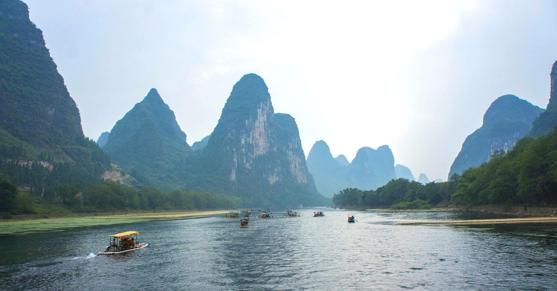 Navegando por el Río Lí. China.