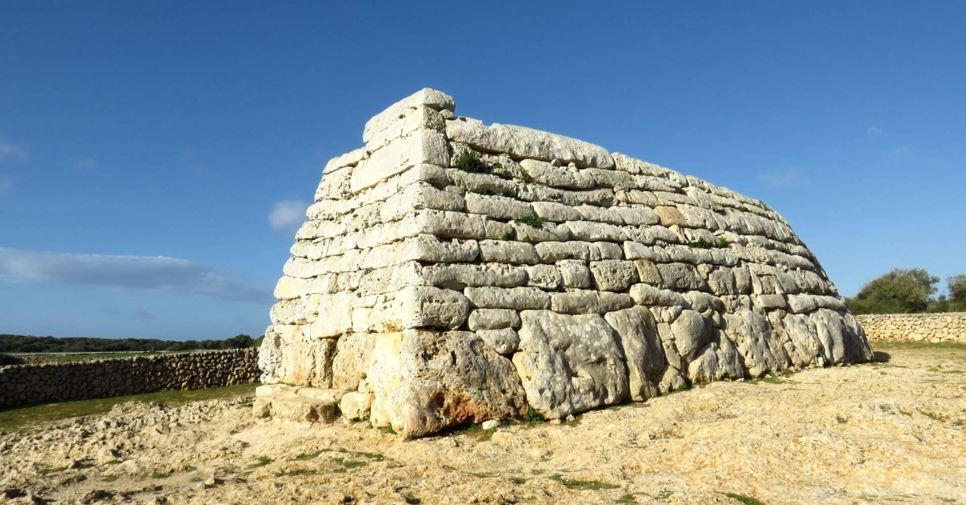 Naveta des Tudons. Isla de Menorca. Baleares.