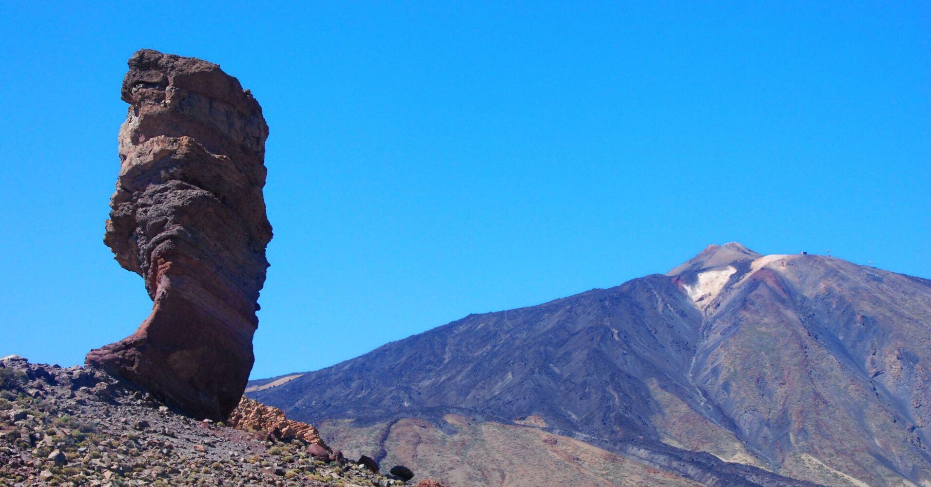Parque Nacional de las Cañadas del Teide. Roque Cinchado y Volcán del Teide. Isla de Tenerife. Islas Canarias.