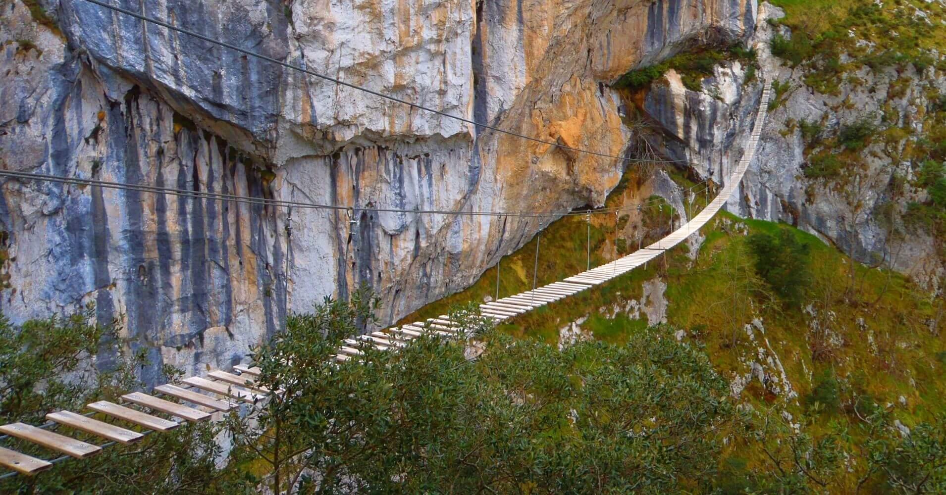 Puente Colgante de la Ferrata de la Hemida. Picos de Europa, Cantabria.