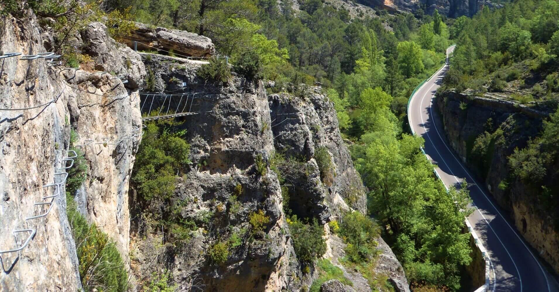 Puente Tibetano de la Vía Ferrata Estrecho de Priego. Cuenca, Castilla la Mancha.