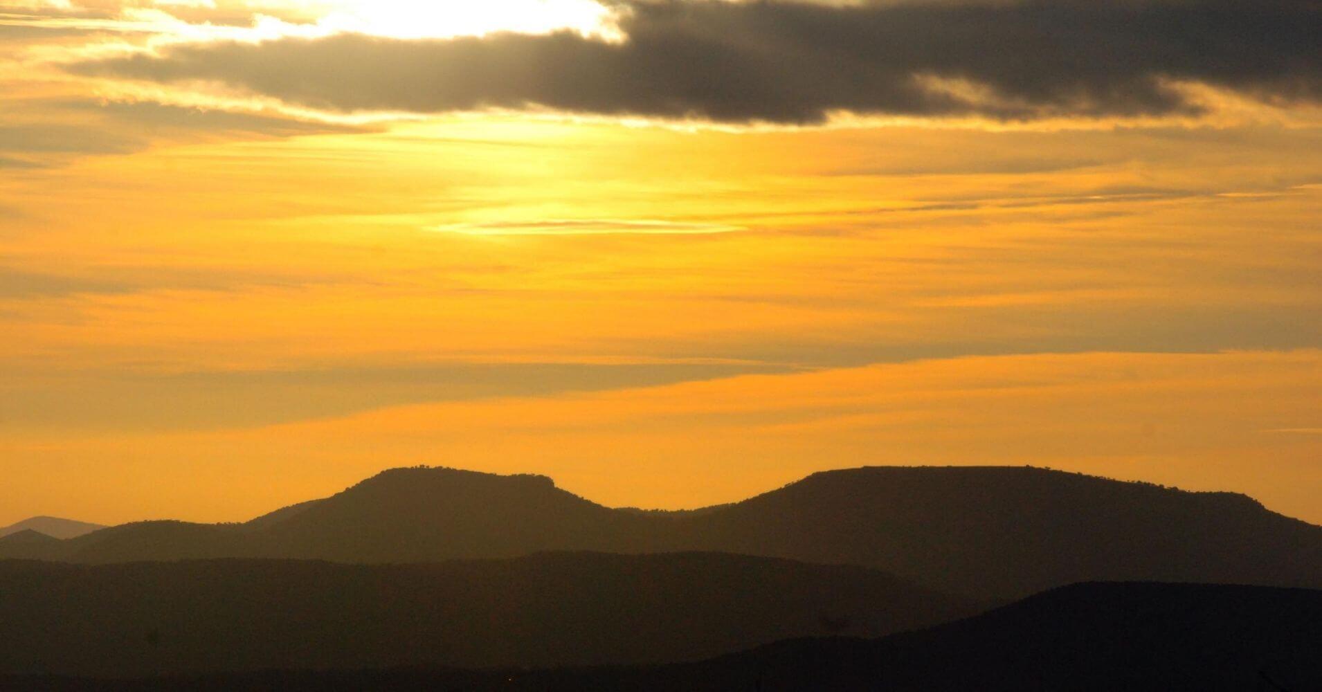 Puesta de Sol en el Cerro del Castillo. Parque Natural de Despeñaperros. Jaén.