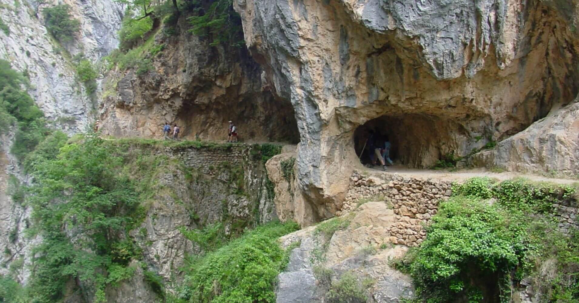 Senderismo entre Poncebos, Asturias y Caín, León.