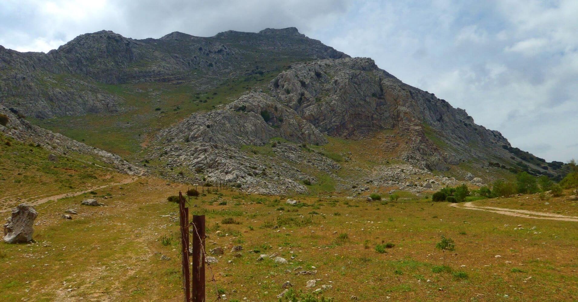 Sierra de la Chimenea. Ferrata del Camorro Bajo o Escaleruela. Antequera. Málaga.