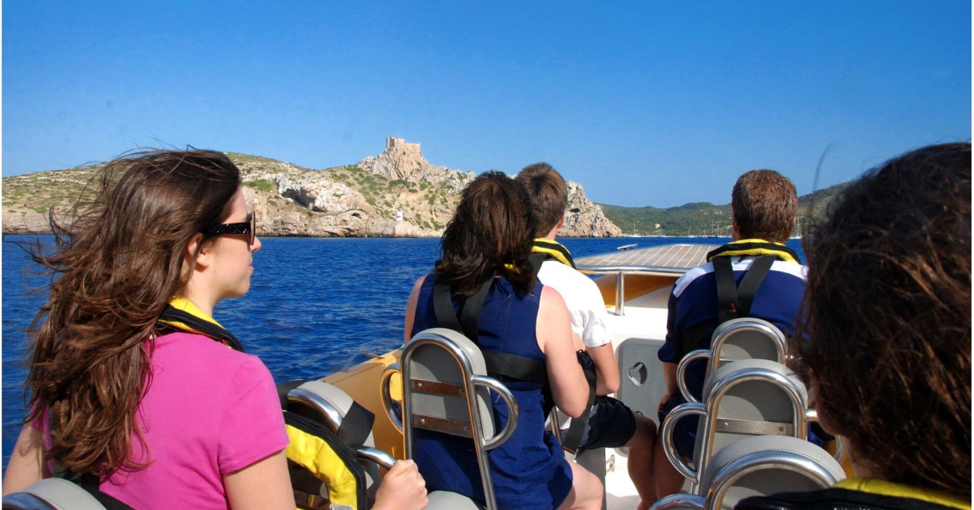 Speed Boat en Cabrera. Parque Nacional del Archipiélago de la Cabrera. Islas Baleares.