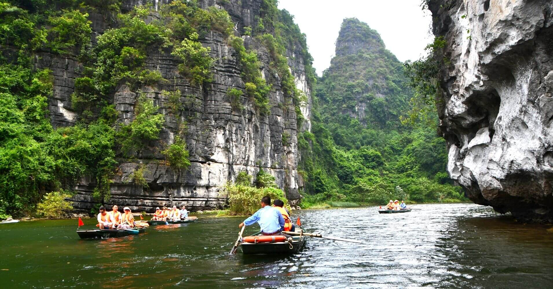 Trang an. Bahía de Halong Seca. Vietnam.