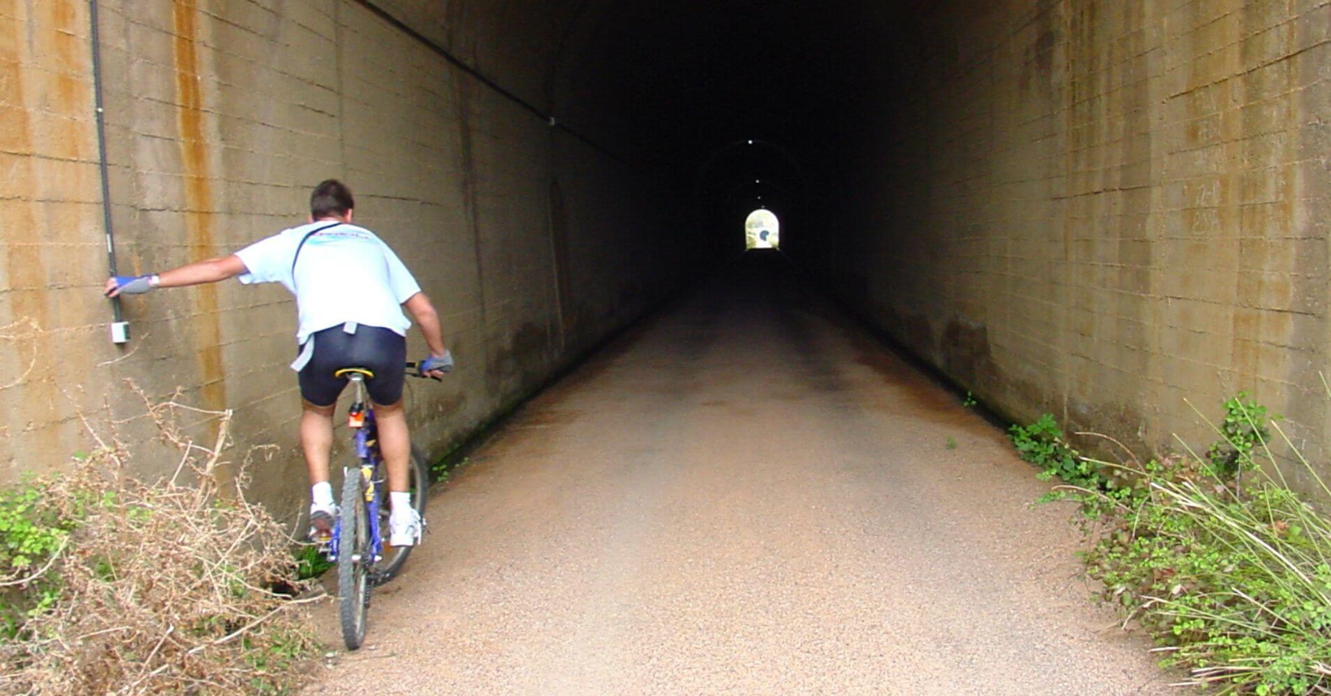 Túnel Cerro Molar. Vía Verde de la Jara. Toledo. Castilla la Mancha.