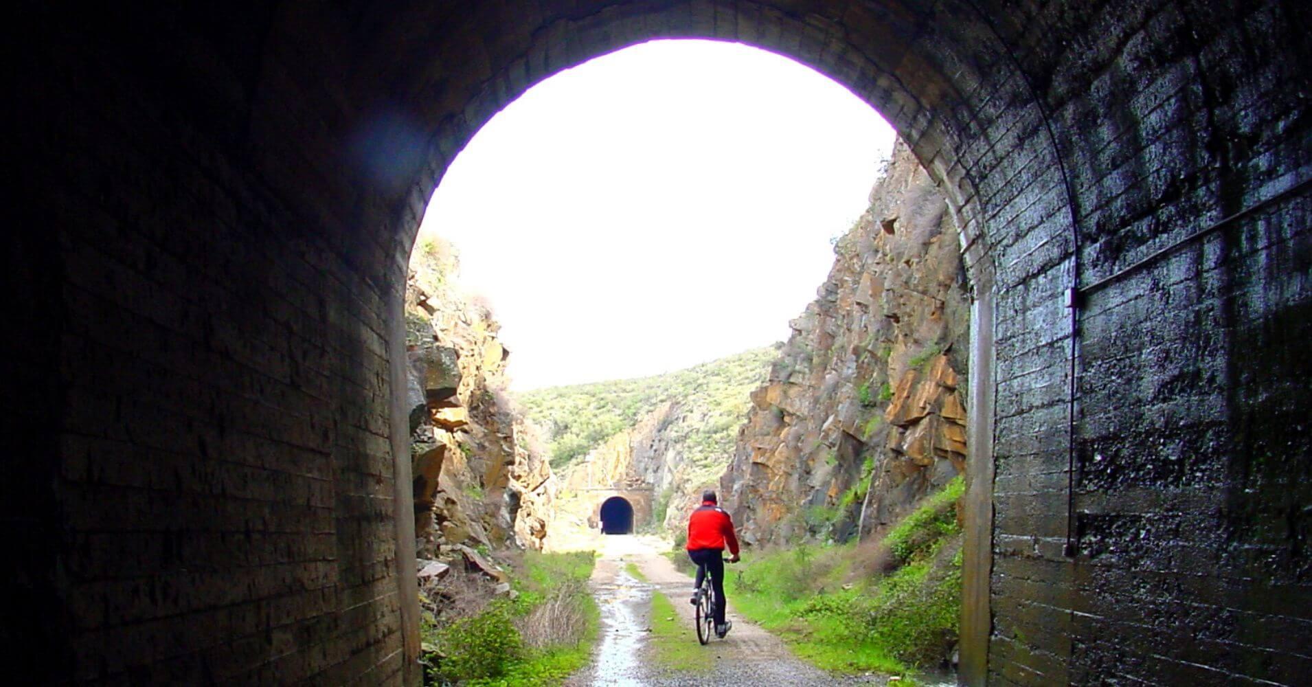 Túneles Estación de Campillo Sevilleja, Vía Verde de la Jara. Toledo. Castilla la Mancha.