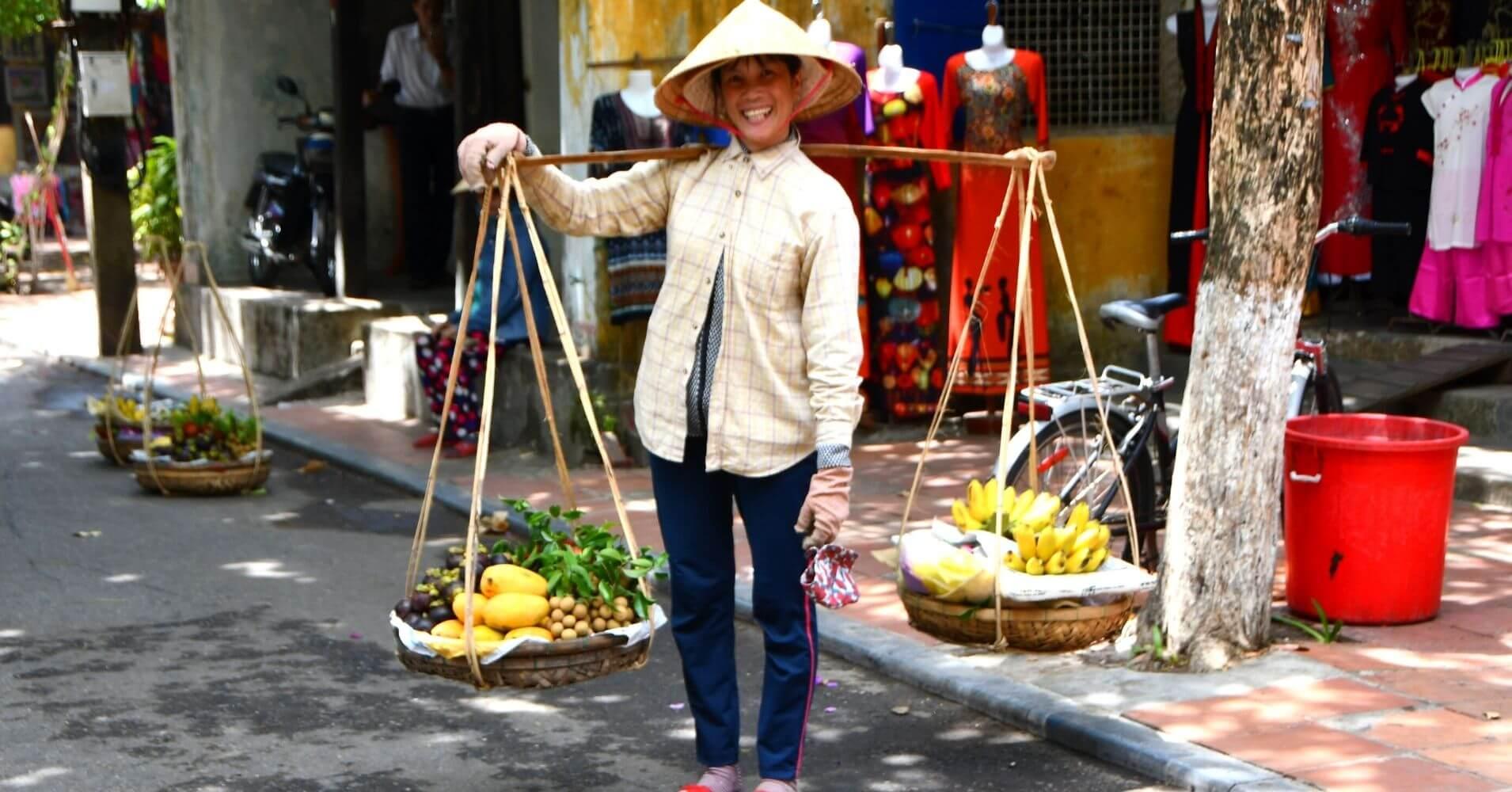 Vendedora Ambulante. Hoi An. Vietnam.