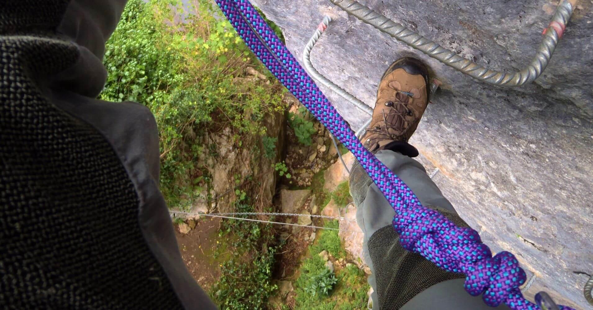 Vertical de la Vía Ferrata Pozo El Milar. Desfiladero de la Hermida. Picos de Europa, Cantabria.