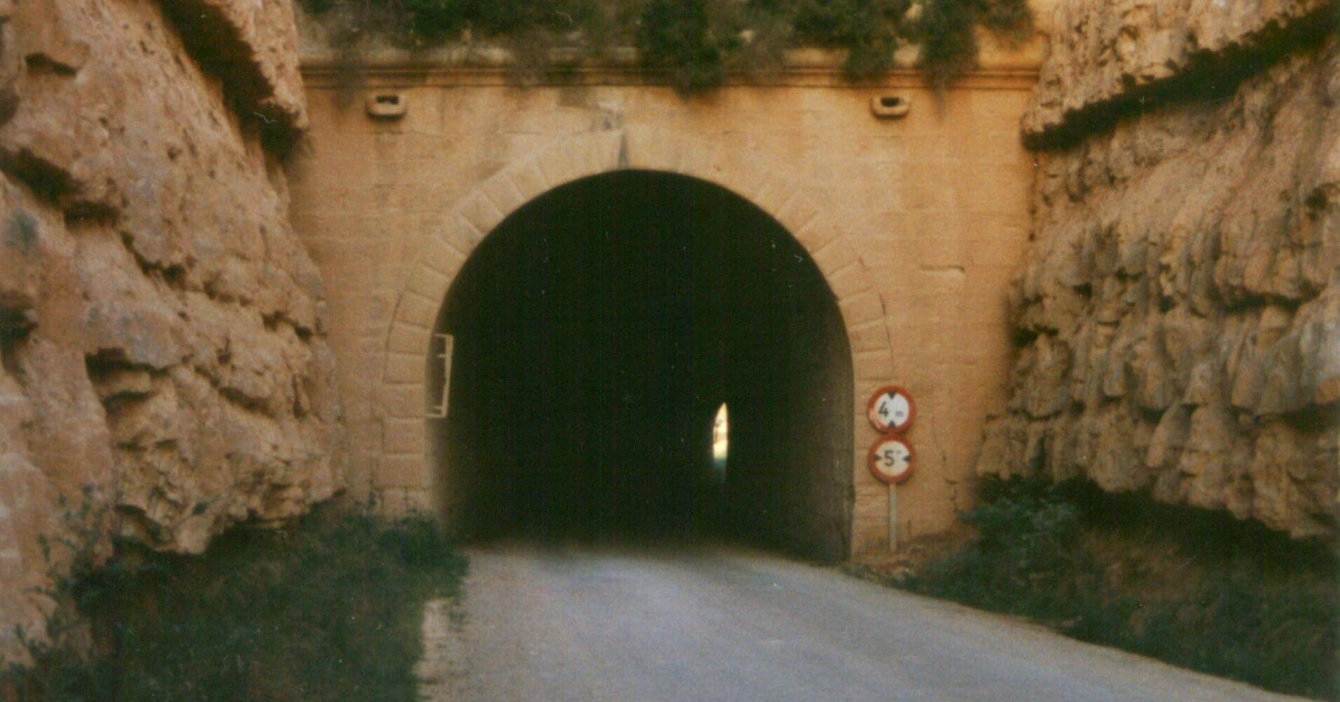 Vía Verde Val de Zafán. Túnel de Alcañiz. Teruel. Aragón.