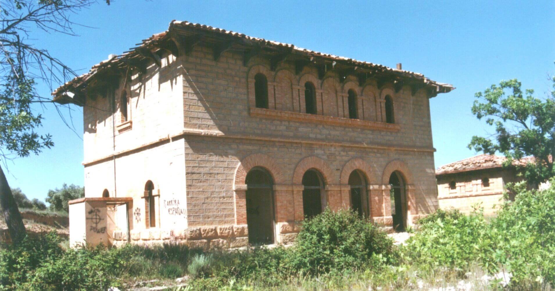 Vía Verde Val de Zafán. Estación Mudéjar de Valjunquera. Teruel, Aragón.