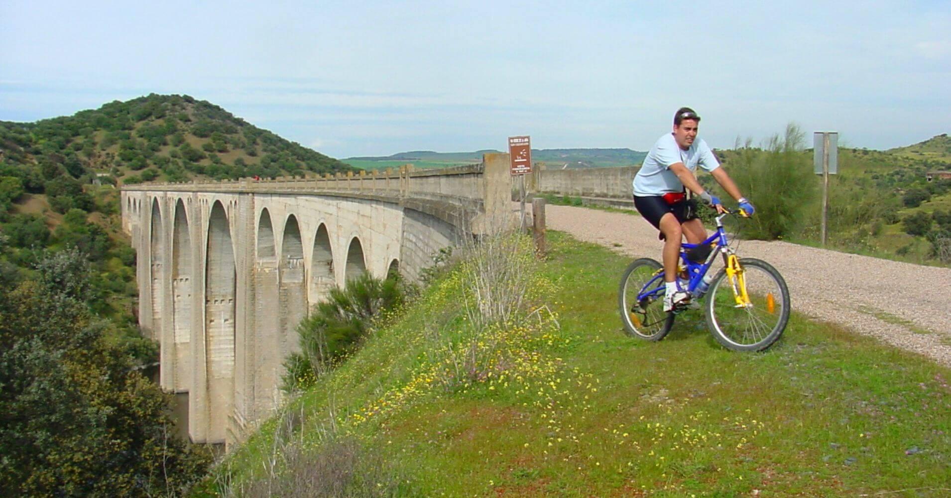 Viaducto de Azután. Vía Verde de la Jara. Toledo, Castilla la Mancha.