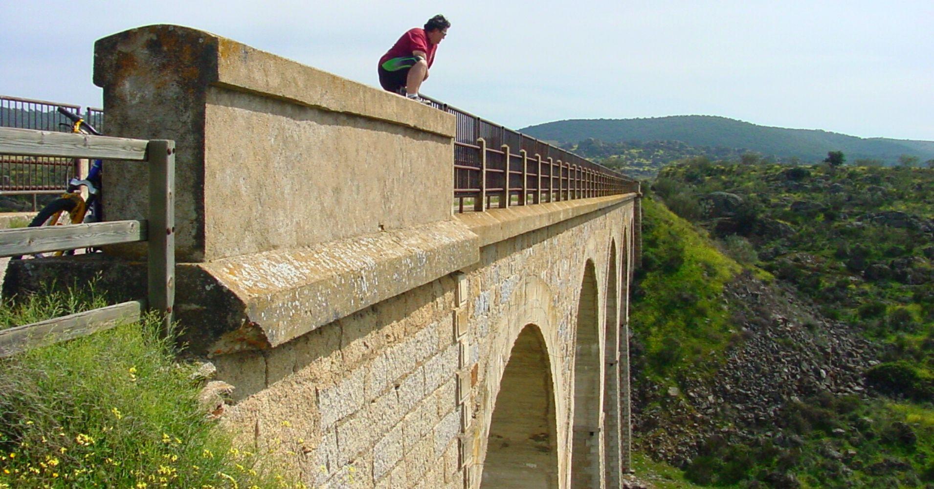 Viaducto Riscal del Cuervo. Vía Verde de la Jara. Toledo. Castilla la Mancha.