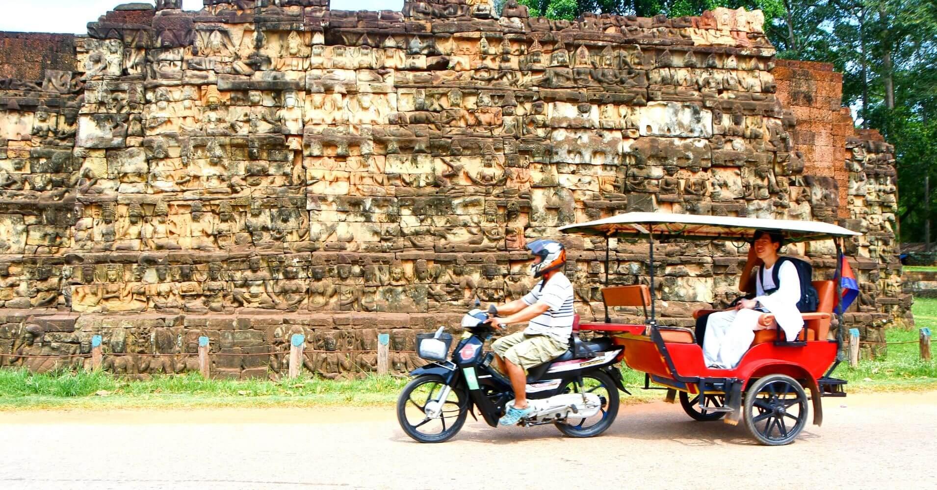 Viajar a Camboya. Tuk Tuk en los Templos de Angkor. Siem Reap.